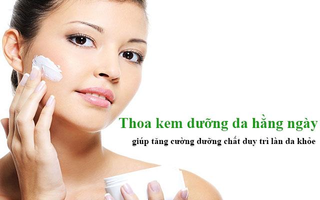 sau khi lột da nên thoa dưỡng da hằng ngày