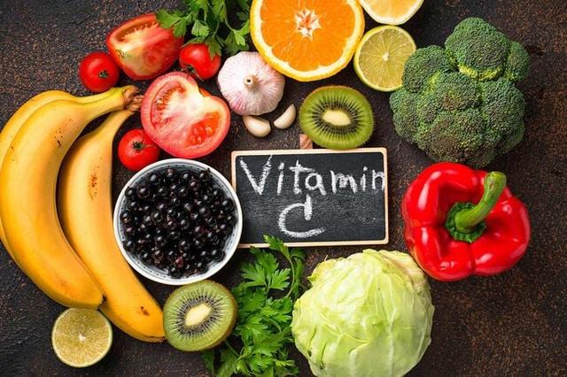 vitamin C giúp dưỡng da sau khi xăm.