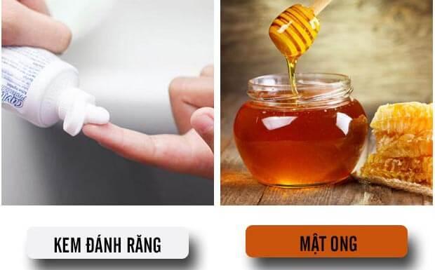 Dưỡng môi bằng kem đánh răng và mật ong