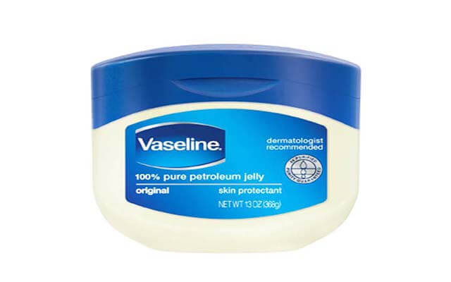 cách dưỡng môi khô bằng vaseline