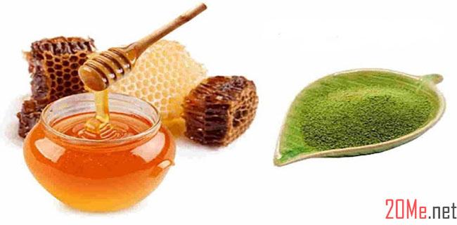 Trị mụn đầu đen bằng bột trà xanh và mật ong.
